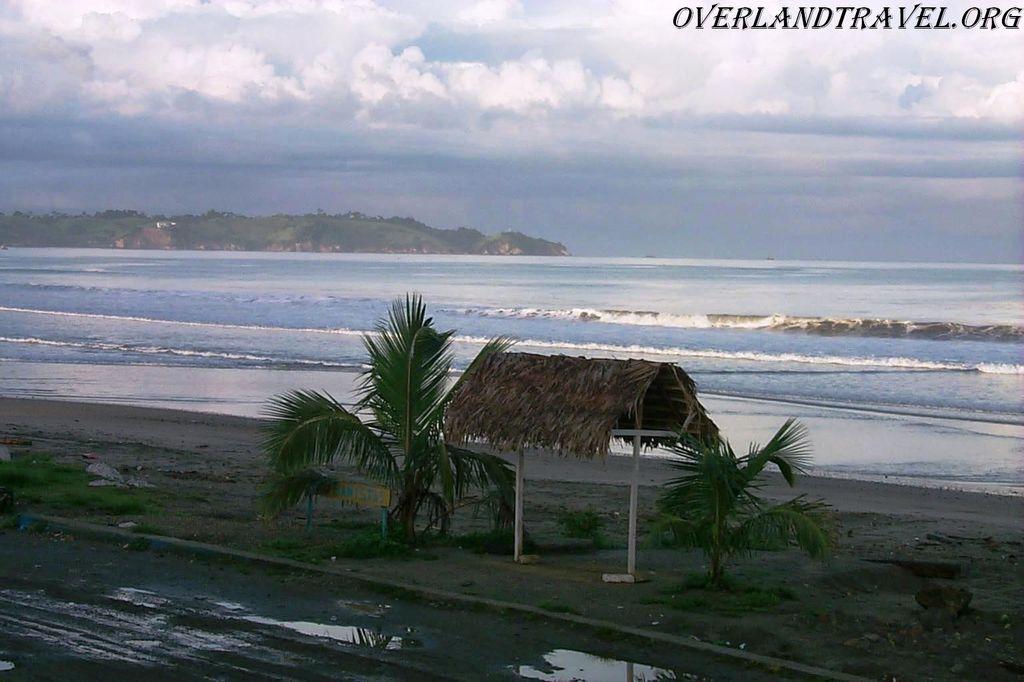 Эквадор, провинция Manabi, Тихий океан – не очень ласковый.