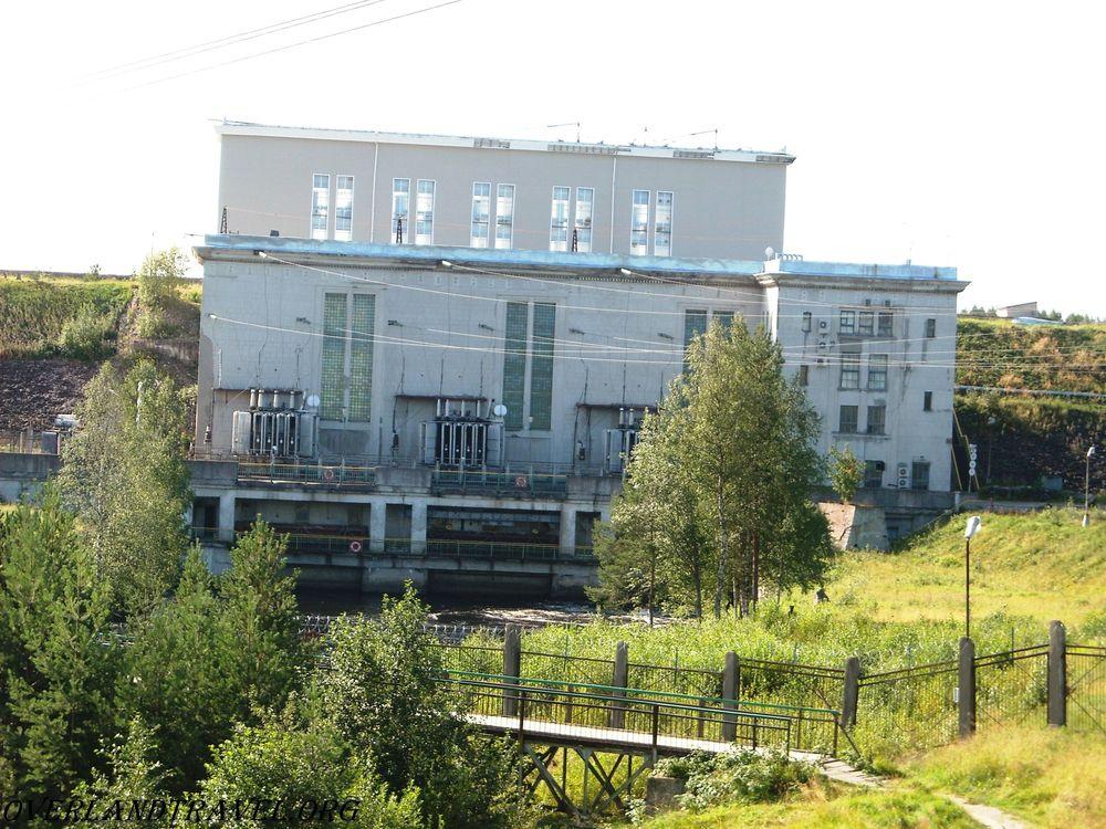 Россия, Республики Карелия. Маткожненская ГЭС, технический проект станции разработаны в 1948 г. В 1948 году начато строительство ГЭС. Пуск агрегата состоялся 1 января 1953 г.