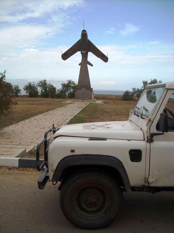 Таманский полуостров. Памятник воинам авиаторам.