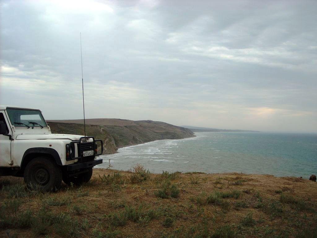 Таманский полуостров., Черное море. LR Defender 110.