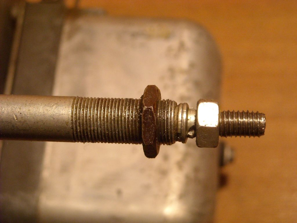 IFA-W50 ремонт привода стеклоочистителя IFA-W50 ремонт привода стеклоочистителя. На валу стеклоочистителя нарезаем резьбу.