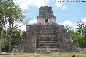 Тикаль — одно из крупнейших городищ майя, расположено в провинции Эль-Петен Гватемалы. В I-IX веках н. э. город был одним из важнейших центров цивилизации майя. По оценкам исследователей, население его в это время составляло от 100 до 200 тысяч человек. К концу X века, после ряда восстаний, город был окончательно заброшен жителями.