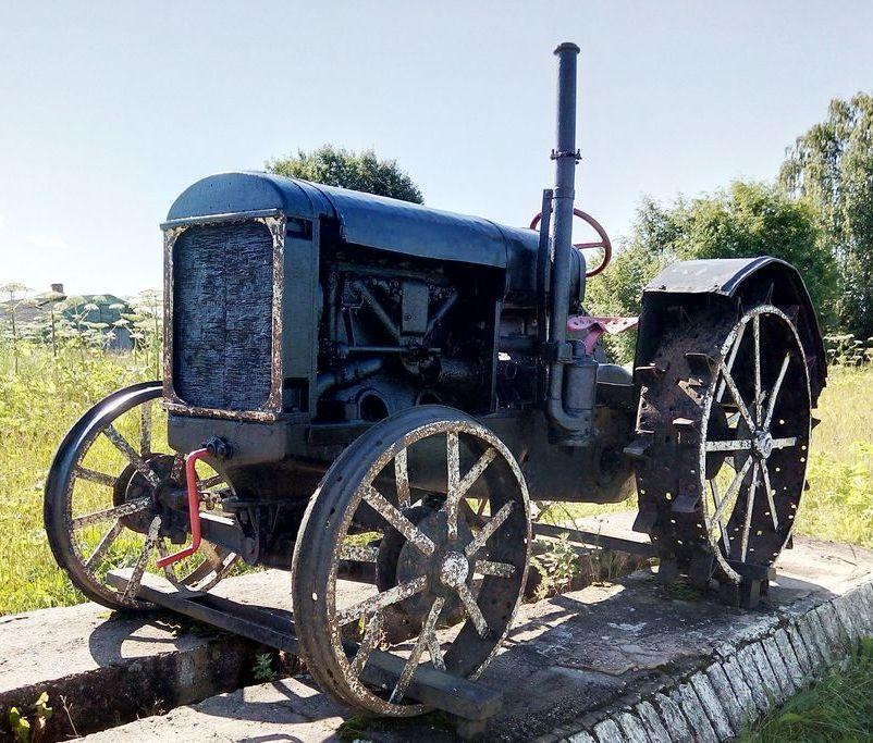 Fordzon-Putilovets tractor in Staroe Sandovo Tver region