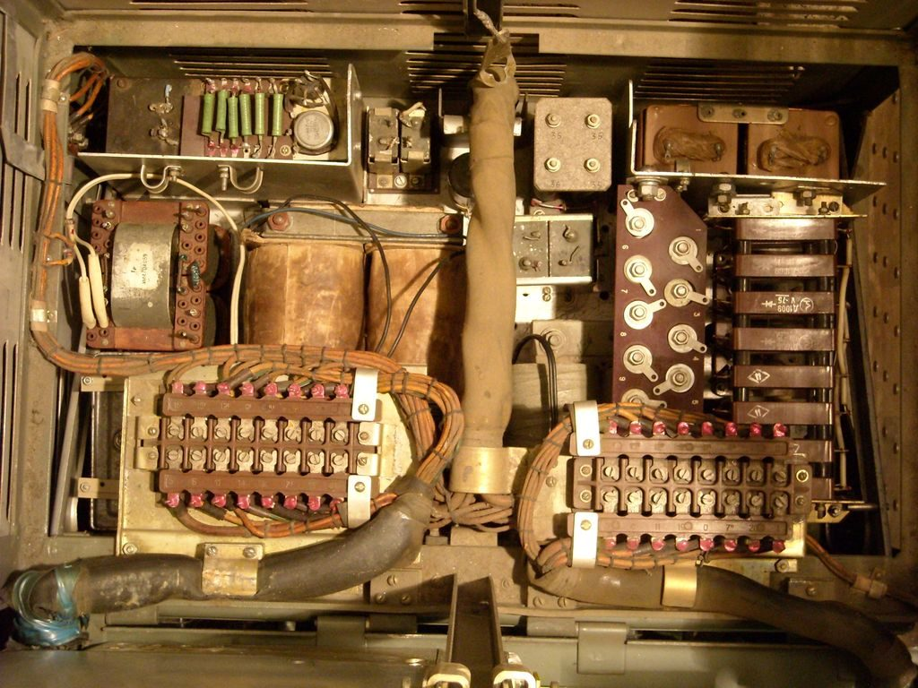Shipboard radio transmitter medium and short waves Ersh-R.