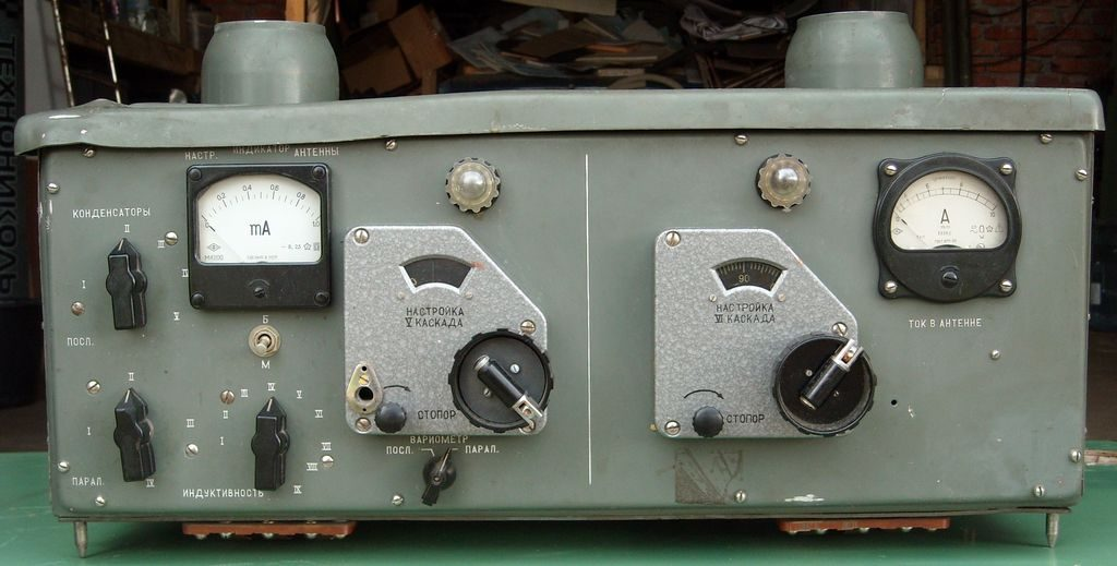 Shipboard radio transmitter medium and short waves Ersh-R.